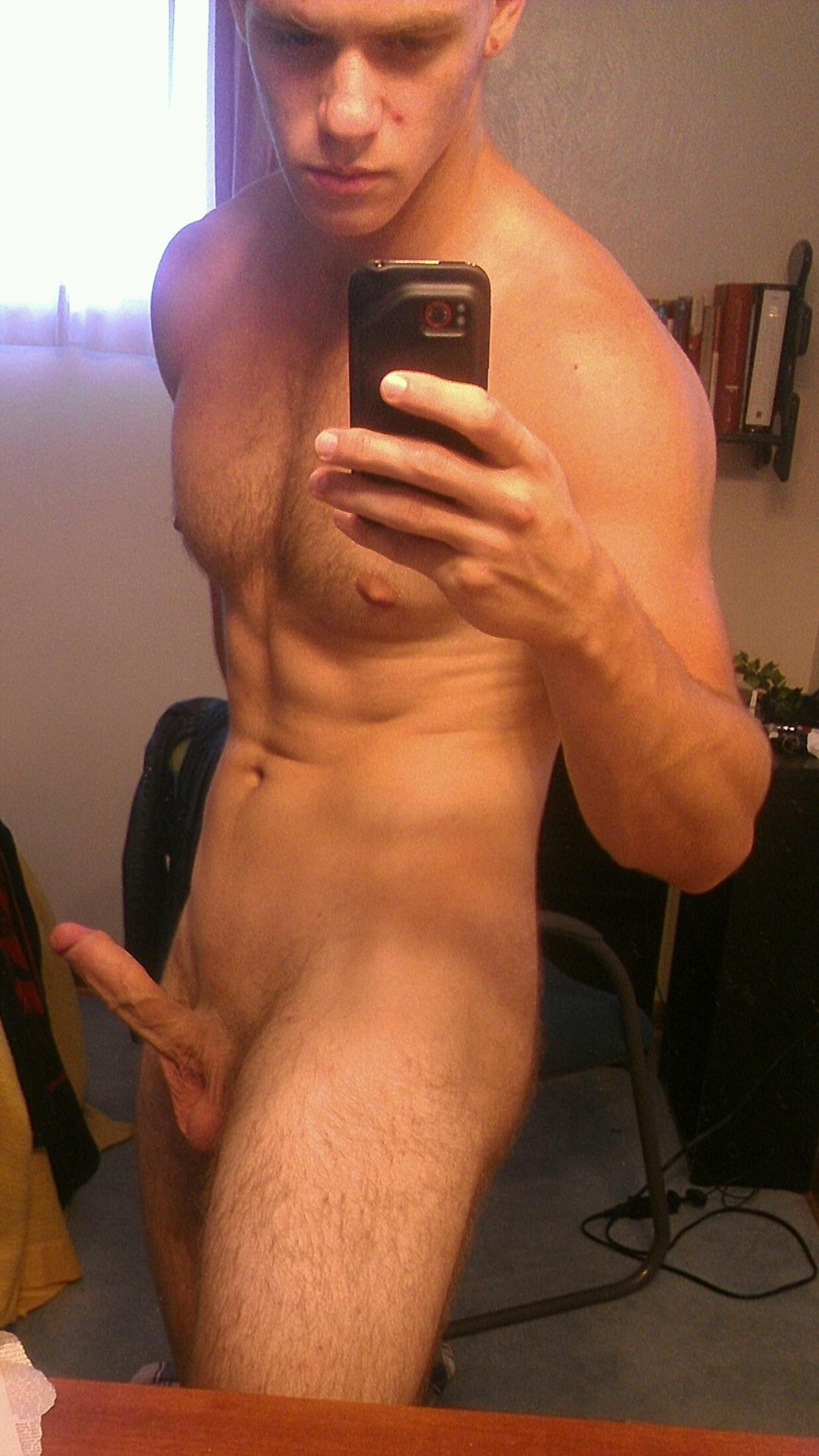 Muscular Hottie With A Sexy Hairy Chest - Nude Amateur Guys
