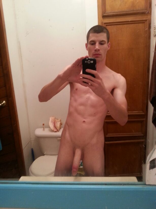 Nude guy takes picture if his dick — photo 7